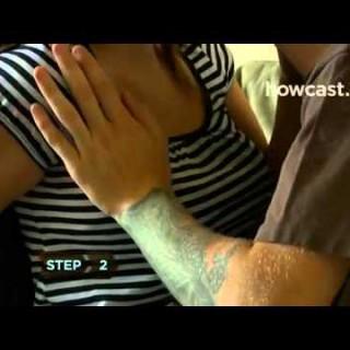 Naučite se mojstrsko odpeti modrc z eno roko (video)