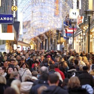 Limbecker Strasse, street, pedestrian shopping street at Christmas time, city centre of Essen, North Rhine-Westphalia, Germany, Europe, Image: 146494741, License: Rights-managed, Restrictions: MR_No, PR_No, Model Release: no, Credit line: Profimedia, imageBROKER